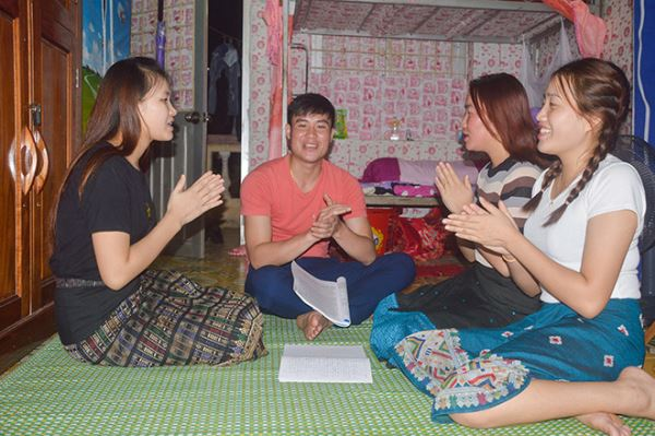 Laos students learn Vietnamese: Challenge, Excitement and